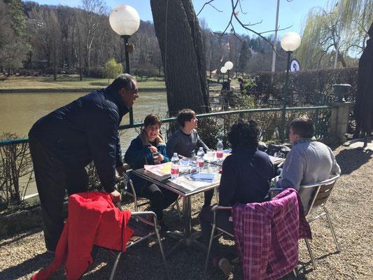 I ragazzi della Canottieri Rumon a pranzo