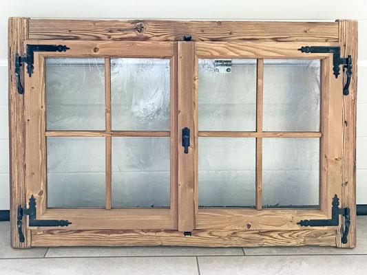 Altholzfenster mit speziellen Glasscheiben