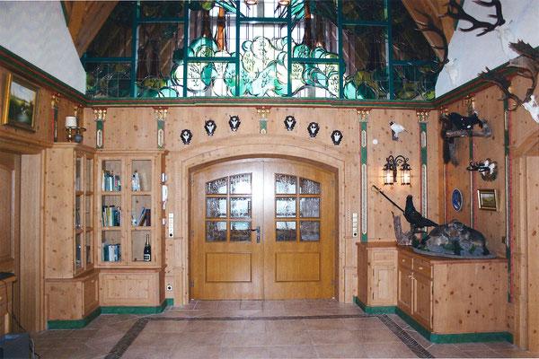 Die Eingangstüre vom Saal aus gesehen