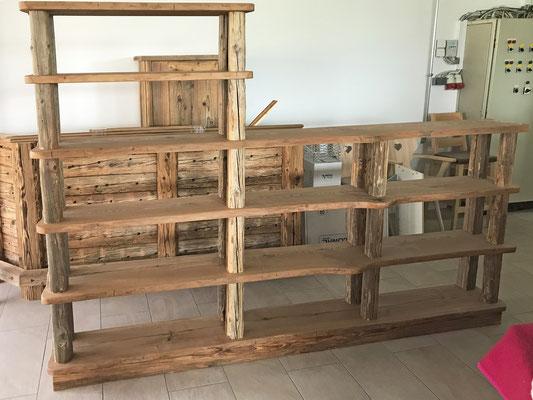 vorgefertigte Möbel in der Werkstatt