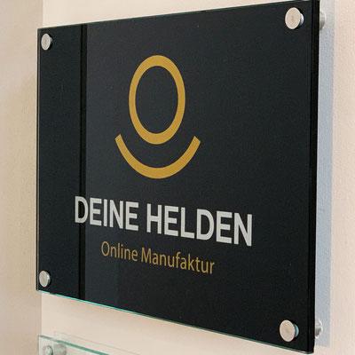 DEINE HELDEN, Werbeschilder
