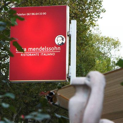 CASA MENDELSSOHN, Außenwerbung