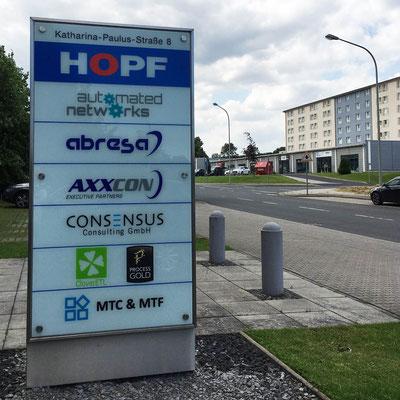 HOPF BÜROGEBÄUDE, Stele / Gebäudenavigation