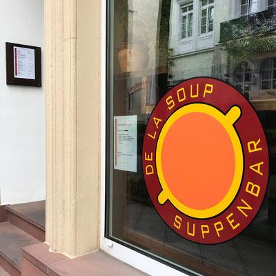 DE LA SOUP, Fensterbeschriftung