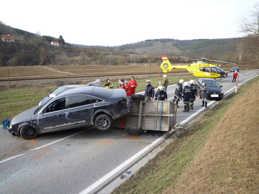 Verkehrsunfall in Stiefern (Bez. Krems) - We fly for your life