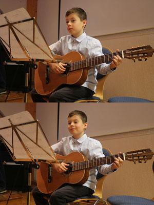 Jonas an der Gitarre mit einer Etüde in a-Moll