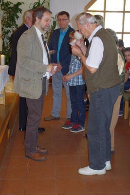 gemeinsames Abendmahl - Frieder (an diesem Tag feierte er einen runden Geburtstag) wurde mit seiner Familie mit eingesegnet ...