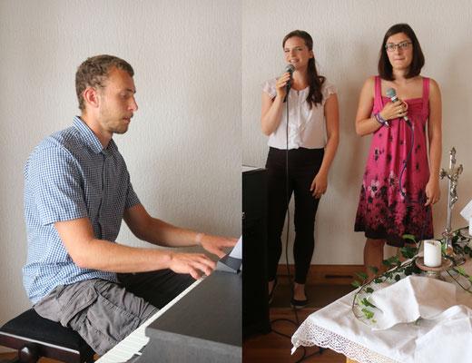 Ein Musikstück für die Täuflinge - gesungen von Hannah und Carmen - am Klavier: Gerd