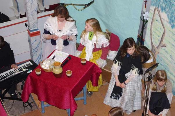 """Aufführung des """"Evangelimanns"""" in der Kirche Rudelswalde - Regine, Lydia und Josephine"""