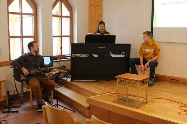 musikalische Begleitung von und mit Tom, Melanie und Simon