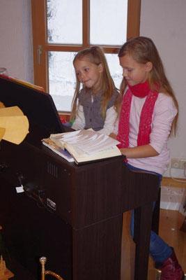 """2. Advent 2012 - Jael und Abigail mit einem """"Froschkonzert"""""""