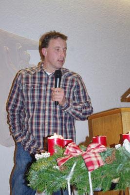 2. Advent 2012 - Jan - er leitetet durchs musikalische Programm