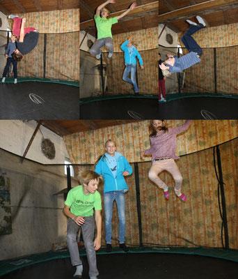 oben (v.l.n.r.): Jakob, Jonathan, Lora-Ann, Lukas - unten: Jonathan,Lora-Ann und Lena