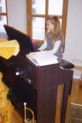 """2. Advent 2012 - das erste Klavierstück von Jael """"Sekunden-Terz-Walzer"""""""