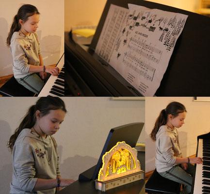 """Anni spielt uns das Stück """"Alle Jahre wieder"""""""