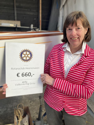 17 april 2021 : de penningvrouwe met de donatie van onze nieuwe sponsor is Rotary Heerenveen
