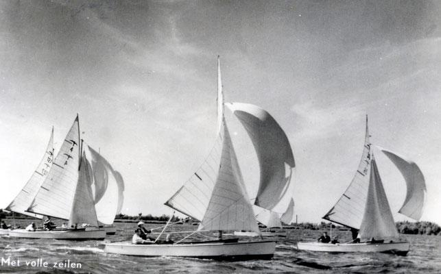 Valk 4 tijdens de Kaagweek , jaren 50.