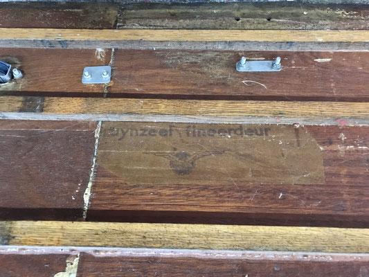 de onderzijde van de vlonders met Bruynzeel etiket