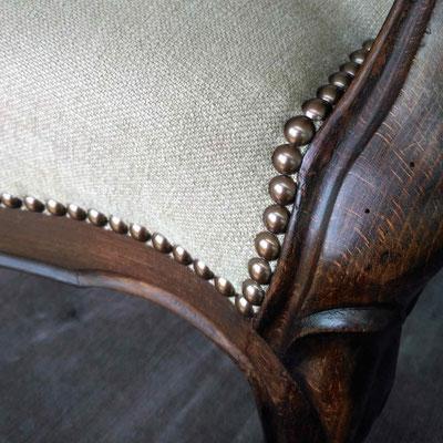 Tissu en lin et coton, finition cloutée © Marlène Vidal