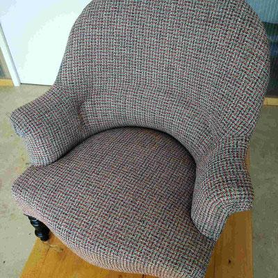 Rénovation traditionnelle d'un fauteuil Crapaud © Marlène Vidal