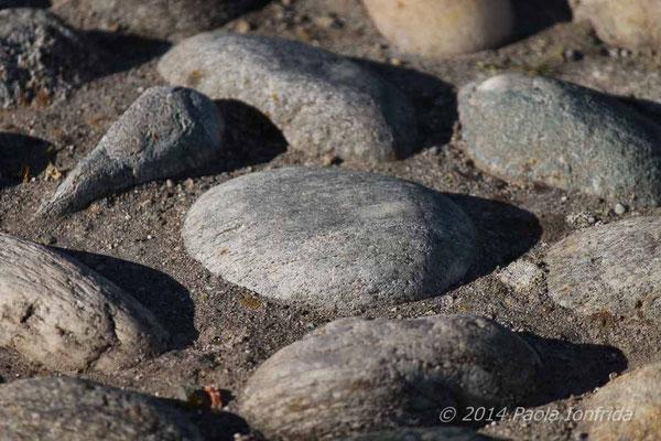 Pietre incastonate nell'asfalto