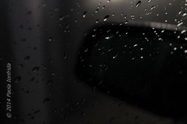 La pioggia e lo specchietto