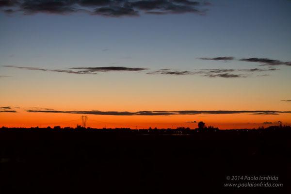 La luce negli occhi del cielo al tramonto