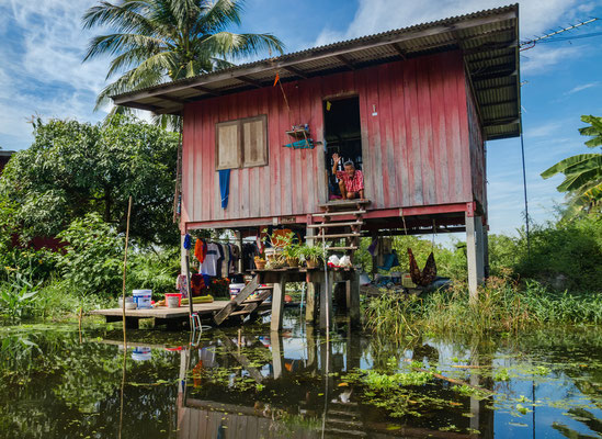 Ein einfaches Stelzenhaus in Kampong Phluk.