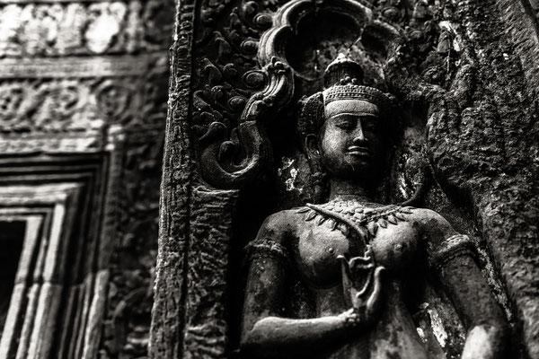 Uralte Statuen auf dem Tempelgelände.