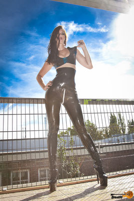 cindy latex short top / alice high-waist latexleggings