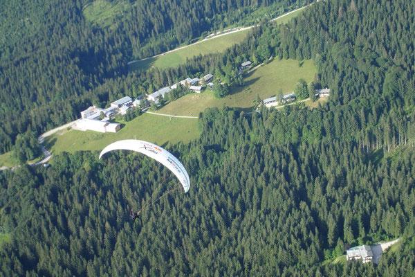 X-Alps 2009: Alex Hofer über dem Brandkopf