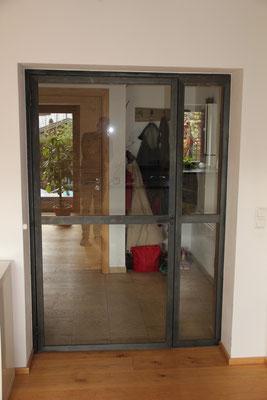 Stahltür mit Glaseinsatz