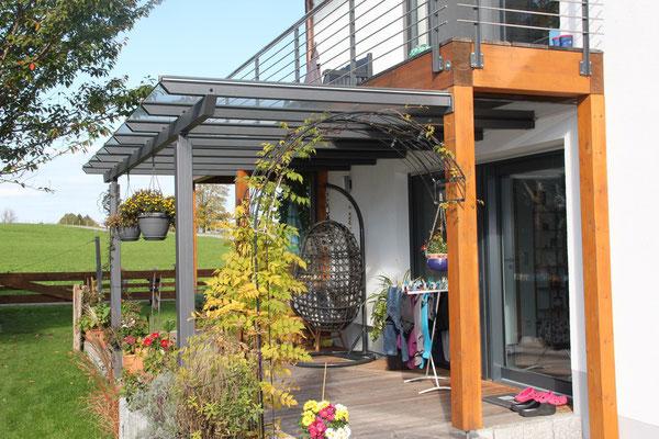 Pergola-Stahlkonstruktion und Balkongeländer