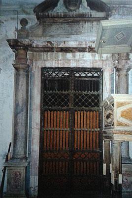 """G.A. DOSIO, Portale d'ingresso della """"Cappella del Tesoro"""" nella Basilica della SS.ma Annunziata [da Mammarella, Larino sacra, II, San Severo 2000; foto Zurolo]"""