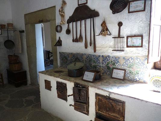 La semplice cucina di un tipico convento