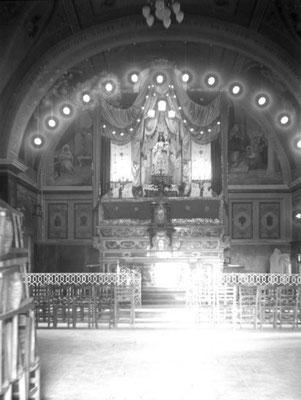 L'interno della chiesa, con gli affreschi di Abele Valerio (1911), precedenti a quelli di Amedeo Trivisonno (1945). La statua dellla Madonna risale al 1334, così com'è scolpito sul piedistallo ligneo