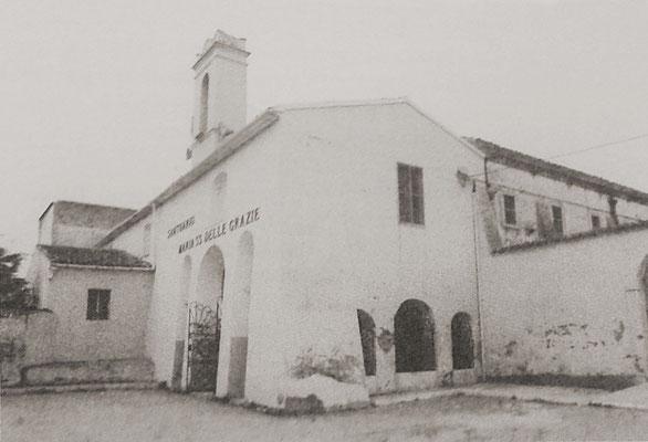 Un altro scorcio del convento, prima dei lavori di  restauro [da de Meo, I Cappuccini a Serracapriola, Foggia 2000; foto I. Ciarallo]
