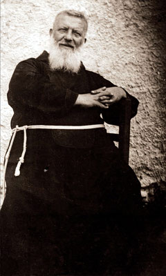 Padre Benedetto immortalato in età avanzata. Morirà settantenne a San Severo, dove nel 1934 aveva riaperto il convento, senza più rivedere il suo antico discepolo