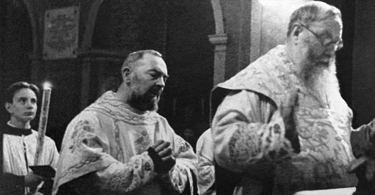 Padre Pio fa da diacono al suo antico maestro