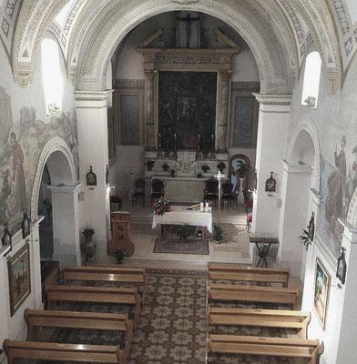 Interno della chiesa, intitolata alla Madonna delle Grazie, nella quale Fra Pio si raccoglieva in preghiera