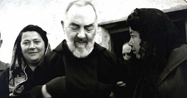 La 'pia donna' Elvira Serritelli si accusò presso Maccari di essere stata l'amante del Frate. Affermò, calunniando, di aver avuto rapporti sessuali con lui 'semel vel bis in hebdomada', come scrisse in latinorum monsignore: una o due volte alla settimana