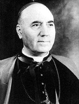 Mons. Pietro Parente (1891-1986), assessore del Sant'Uffizio e teologo eminente.  Fu il latore presso Giovanni XXIII dei rapporti manipolati, desunti dalle bobine, che accusavano Padre Pio di comportamenti gravemente immorali. Nel 1967 otterrà la porpora