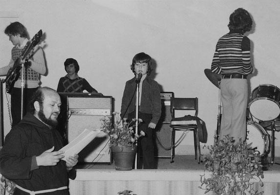 Padre Timoteo D'Addario presenta la mia poesia recitata