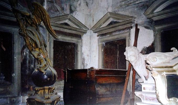 Le nicchie timpanate progettate dal Dosio per ospitare i busti-reliquiari dei Santi provenienti da Lesina [da Mammarella, Larino sacra, II, San Severo 2000; foto Zurolo]