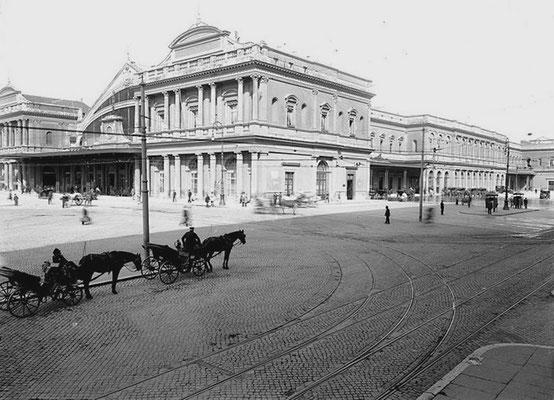 La Stazione Termini vista da Piazza dei Cinquecento, così come appariva nei primi anni del Novecento