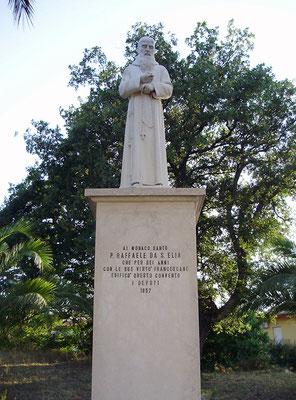 Il monumento a padre Raffaele, come si presenta oggi