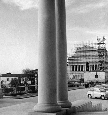 La nuova chiesa in costruzione. Venne edificata durante la guardiania di padre Carmelo Durante da Sessano (1953-1959)