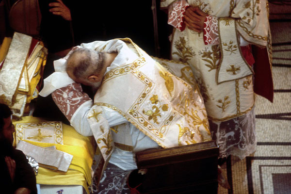 Una lunga orazione prima della celebrazione del rito dell'immolazione dell'Agnello