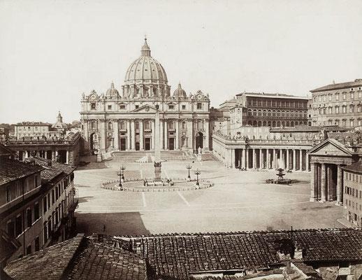 La Basilica di San Pietro dai tetti di Piazza Rusticucci, alla fine della Spina di Borgo