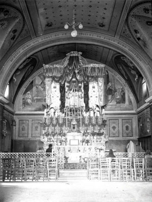 La chiesa in passato era usata come sepolcreto delle famiglie feudali. Nel 1760 mons. Cangiano fece migliorare l'assetto della ripida strada che porta ai Monti. Era l'antica parrocchia di S. Maria Maggiore, titolo che passò nel 1829 all'attuale Cattedrale